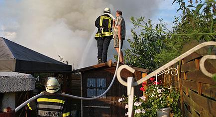 brennende wohnwagen in wuppertal