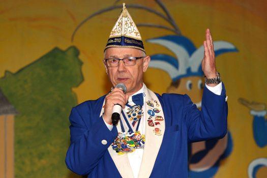 Der 1. Vorsitzende des Bielsteiner Karnevalsvereins, Michael Röser, begrüßt die Gäste.  Foto: Christian Melzer
