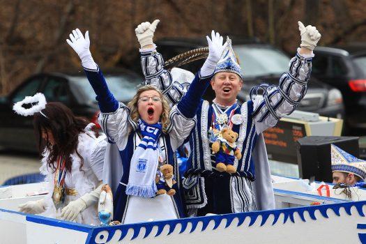Prinz Helmuth I und Prinzessin Astridt beim Rosenmontagszug. Foto: Christian Melzer