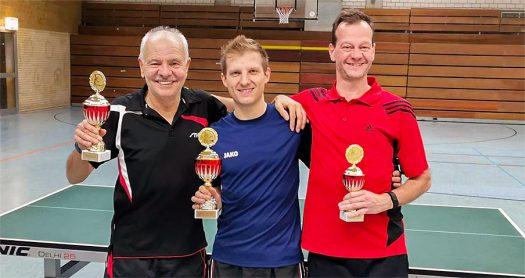 Die drei Erstplatzierten: Felix Roth (Mitte), Siegfried Hombach (links) und Michael Gottwald (rechts). Fotos: Stefan Ley