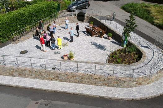 Die Luftaufnahme zeigt die neue Struktur des Dorfplatzes.